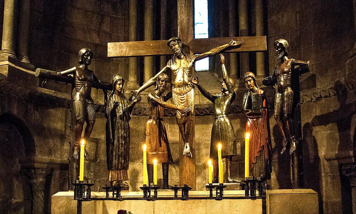 sant-joan-d-abedesses-figures-madera